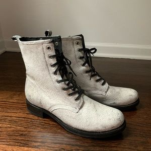 White cracked leather Frye lace up boots!